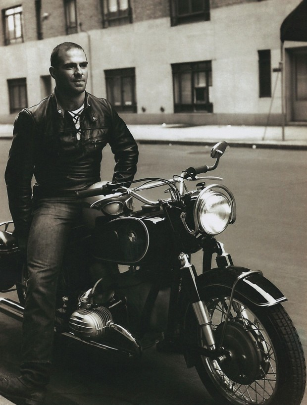 Oliver Sacks em Nova York em 1961, na foto que estampa a capa da edição americana do seu novo livro